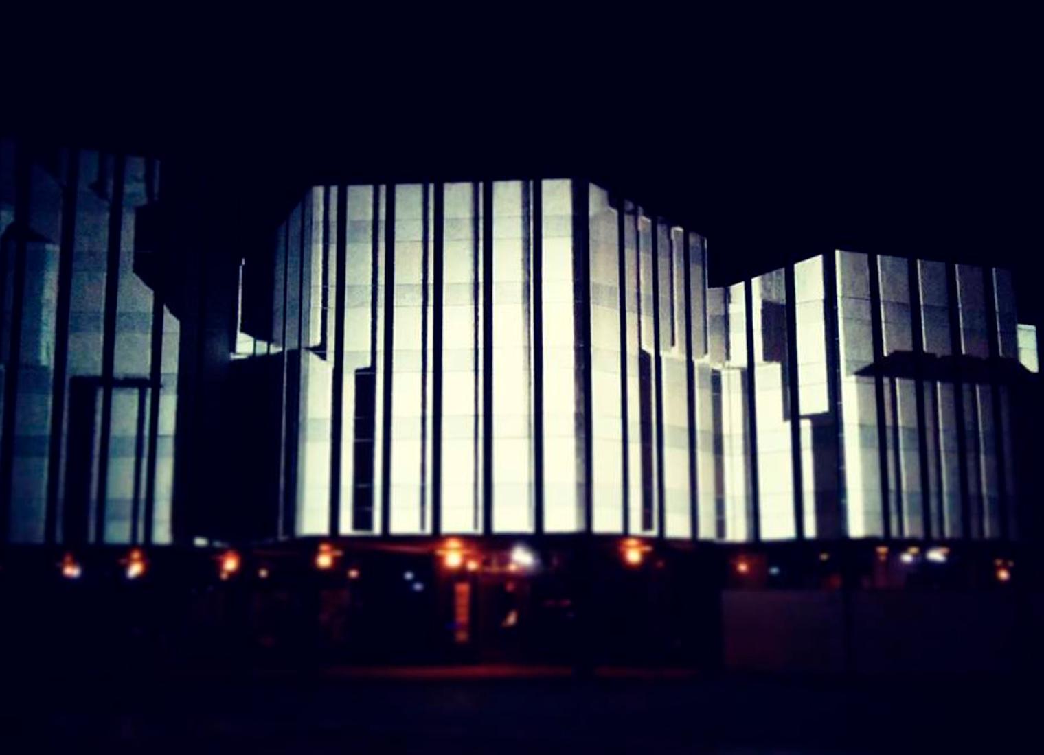 Projektion ans Alvar-Aalto-Kulturhaus